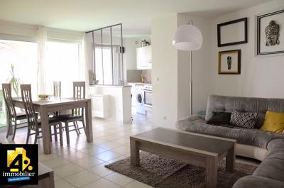 Appartement St Aygulf &bull; <span class='offer-area-number'>57</span> m² environ &bull; <span class='offer-rooms-number'>3</span> pièces