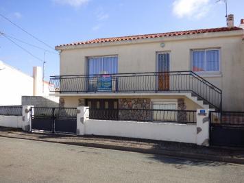 Maison Les Sables D Olonne &bull; <span class='offer-area-number'>132</span> m² environ &bull; <span class='offer-rooms-number'>6</span> pièces