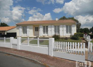 Maison Le Poire sur Vie &bull; <span class='offer-area-number'>140</span> m² environ &bull; <span class='offer-rooms-number'>6</span> pièces