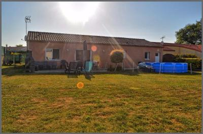 Maison Cholet &bull; <span class='offer-area-number'>111</span> m² environ &bull; <span class='offer-rooms-number'>6</span> pièces