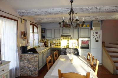 Maison La Tour d Aigues &bull; <span class='offer-area-number'>88</span> m² environ &bull; <span class='offer-rooms-number'>4</span> pièces