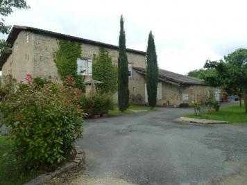 Maison St Sylvestre sur Lot &bull; <span class='offer-area-number'>220</span> m² environ &bull; <span class='offer-rooms-number'>6</span> pièces