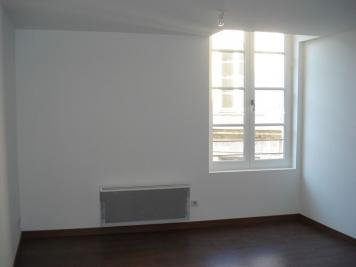 Appartement Fontenay le Comte &bull; <span class='offer-area-number'>74</span> m² environ &bull; <span class='offer-rooms-number'>3</span> pièces