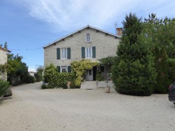 Maison La Ronde &bull; <span class='offer-area-number'>250</span> m² environ &bull; <span class='offer-rooms-number'>8</span> pièces