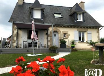 Maison Lancieux &bull; <span class='offer-area-number'>140</span> m² environ &bull; <span class='offer-rooms-number'>7</span> pièces