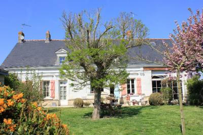Maison St Mathurin sur Loire &bull; <span class='offer-area-number'>272</span> m² environ &bull; <span class='offer-rooms-number'>9</span> pièces