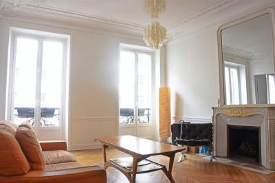 Appartement Paris 10 &bull; <span class='offer-area-number'>100</span> m² environ &bull; <span class='offer-rooms-number'>4</span> pièces