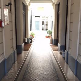 Appartement Paris 10 &bull; <span class='offer-area-number'>87</span> m² environ &bull; <span class='offer-rooms-number'>4</span> pièces