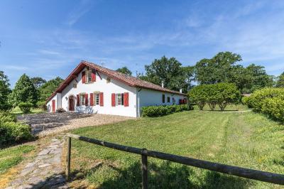 Maison St Martin de Hinx &bull; <span class='offer-area-number'>370</span> m² environ &bull; <span class='offer-rooms-number'>10</span> pièces