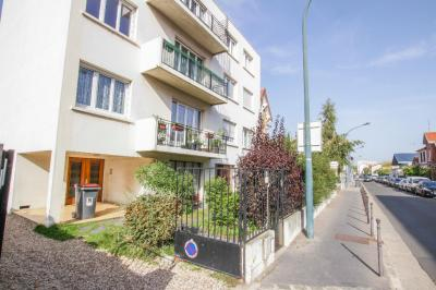 Appartement Asnieres sur Seine &bull; <span class='offer-area-number'>98</span> m² environ &bull; <span class='offer-rooms-number'>4</span> pièces