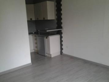 Appartement Saintes &bull; <span class='offer-area-number'>18</span> m² environ &bull; <span class='offer-rooms-number'>1</span> pièce