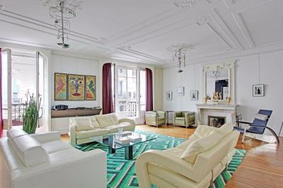 Appartement Paris 03 &bull; <span class='offer-area-number'>147</span> m² environ &bull; <span class='offer-rooms-number'>4</span> pièces