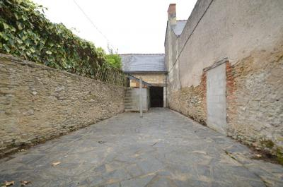 Maison Baune &bull; <span class='offer-area-number'>100</span> m² environ &bull; <span class='offer-rooms-number'>6</span> pièces