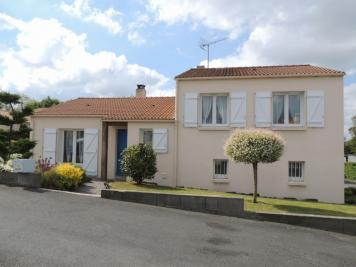 Maison La Gaubretiere &bull; <span class='offer-area-number'>94</span> m² environ &bull; <span class='offer-rooms-number'>6</span> pièces