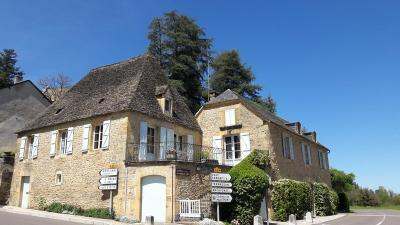 Maison St Genies &bull; <span class='offer-area-number'>270</span> m² environ &bull; <span class='offer-rooms-number'>10</span> pièces