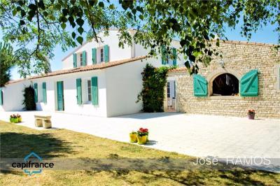 Maison Ste Marie de Re &bull; <span class='offer-area-number'>198</span> m² environ &bull; <span class='offer-rooms-number'>6</span> pièces