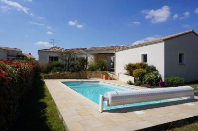 Maison La Roche sur Yon &bull; <span class='offer-area-number'>156</span> m² environ &bull; <span class='offer-rooms-number'>5</span> pièces