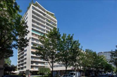 Appartement Courbevoie &bull; <span class='offer-area-number'>64</span> m² environ &bull; <span class='offer-rooms-number'>3</span> pièces