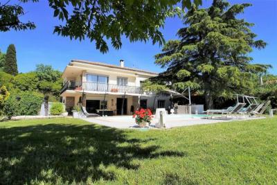 Villa Le Cailar &bull; <span class='offer-area-number'>230</span> m² environ &bull; <span class='offer-rooms-number'>6</span> pièces