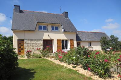 Maison Plouagat &bull; <span class='offer-area-number'>107</span> m² environ &bull; <span class='offer-rooms-number'>6</span> pièces