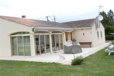 Maison Villebois Lavalette &bull; <span class='offer-area-number'>171</span> m² environ &bull; <span class='offer-rooms-number'>6</span> pièces