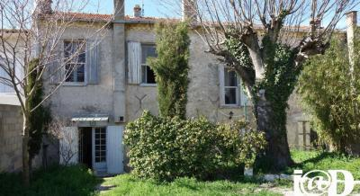 Maison Sommieres &bull; <span class='offer-area-number'>200</span> m² environ &bull; <span class='offer-rooms-number'>7</span> pièces