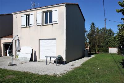 Maison Segonzac &bull; <span class='offer-area-number'>95</span> m² environ &bull; <span class='offer-rooms-number'>5</span> pièces