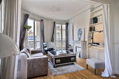 Appartement Paris 14 &bull; <span class='offer-area-number'>60</span> m² environ &bull; <span class='offer-rooms-number'>3</span> pièces