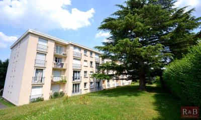 Appartement Les Clayes sous Bois &bull; <span class='offer-area-number'>28</span> m² environ &bull; <span class='offer-rooms-number'>1</span> pièce