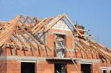 En isère, la construction a le vent en poupe avec des terrains nombreux et accessibles.