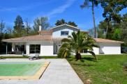 Maison Fargues St Hilaire • 215m² • 6 p.