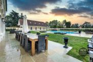 Maison Montfort l Amaury • 530m² • 10 p.
