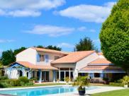 Maison St Germain de Lusignan • 772m² • 12 p.