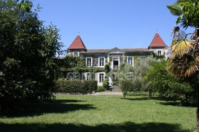 Achat château Carcassonne • <span class='offer-area-number'>800</span> m² environ • <span class='offer-rooms-number'>18</span> pièces