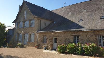 Vente maison La Guerche de Bretagne • <span class='offer-area-number'>856</span> m² environ • <span class='offer-rooms-number'>32</span> pièces