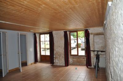 Vente maison Brioux sur Boutonne • <span class='offer-area-number'>106</span> m² environ • <span class='offer-rooms-number'>5</span> pièces