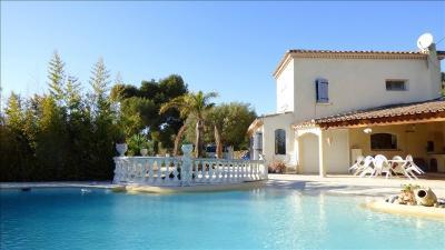 Vente maison La Ciotat • <span class='offer-area-number'>175</span> m² environ • <span class='offer-rooms-number'>6</span> pièces