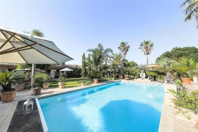 Vente villa Le Soler • <span class='offer-area-number'>326</span> m² environ • <span class='offer-rooms-number'>8</span> pièces