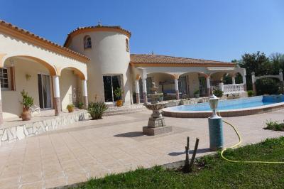 Vente maison Le Soler • <span class='offer-area-number'>220</span> m² environ • <span class='offer-rooms-number'>5</span> pièces