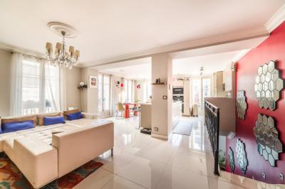 Appartement Paris 17 • <span class='offer-area-number'>180</span> m² environ • <span class='offer-rooms-number'>7</span> pièces