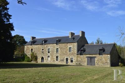 Vente château Dinan • <span class='offer-area-number'>379</span> m² environ • <span class='offer-rooms-number'>12</span> pièces