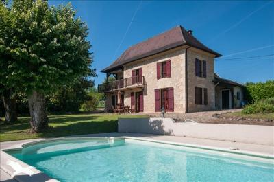 Vente maison Le Bugue • <span class='offer-area-number'>160</span> m² environ • <span class='offer-rooms-number'>7</span> pièces
