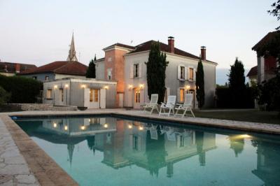 Vente maison Boos • <span class='offer-area-number'>303</span> m² environ • <span class='offer-rooms-number'>9</span> pièces