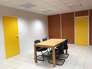 Location bureau Plumelin • <span class='offer-area-number'>200</span> m² environ