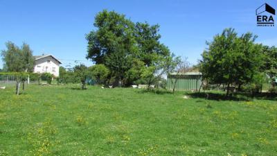 Vente terrain Montrevel en Bresse • <span class='offer-area-number'>976</span> m² environ