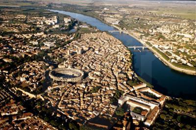 Location terrain Arles • <span class='offer-area-number'>6 000</span> m² environ • <span class='offer-rooms-number'>3</span> pièces