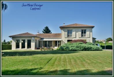 Vente maison St Gaudens • <span class='offer-area-number'>300</span> m² environ • <span class='offer-rooms-number'>8</span> pièces
