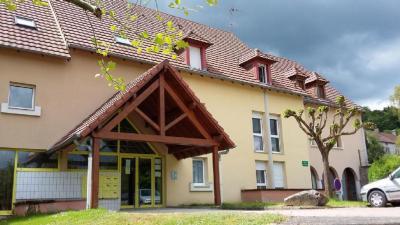 Location appartement St Symphorien de Marmagne • <span class='offer-area-number'>81</span> m² environ • <span class='offer-rooms-number'>4</span> pièces