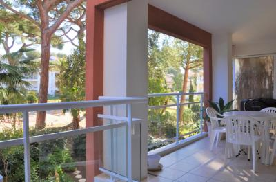 Appartement Hyeres &bull; <span class='offer-area-number'>37</span> m² environ &bull; <span class='offer-rooms-number'>2</span> pièces