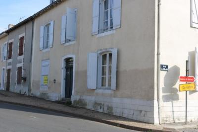 Vente maison L Isle Jourdain • <span class='offer-area-number'>215</span> m² environ • <span class='offer-rooms-number'>18</span> pièces